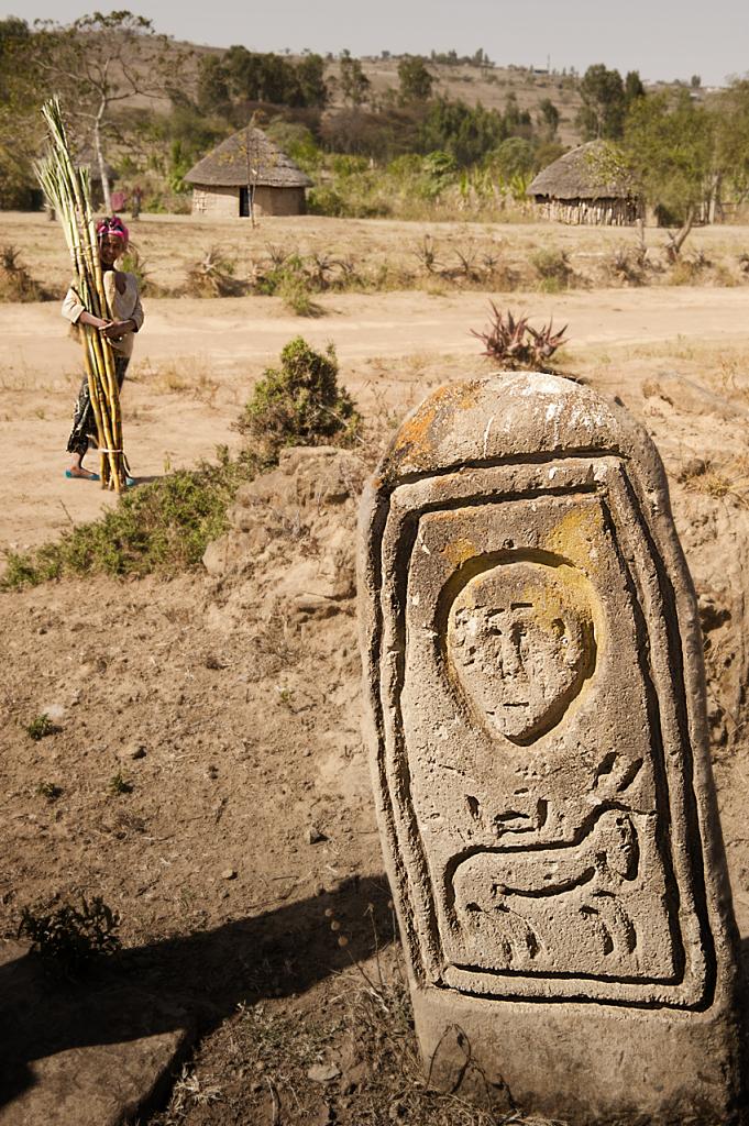 Siraro, nel cimitero di un villaggio dove ancora non ci sono pozzi per la raccolta dell'acqua