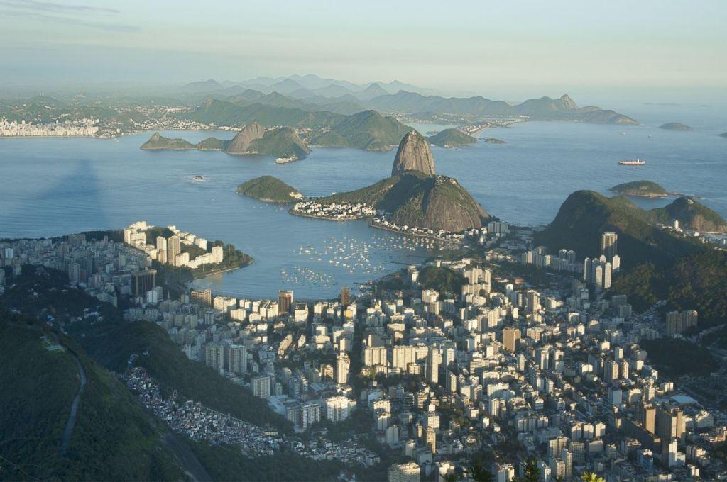 la favela di Santa Marta (in basso a sinistra) fotografata dal Corcovado