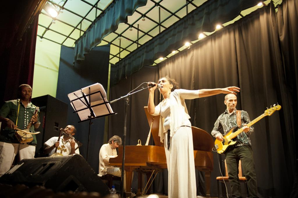 Gabriella Ghermandi presenta l'album Atse Tewodros Project all'Istituto Italiano di Cultura di Addis