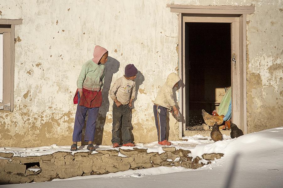 Phurtyang (Regione di Solukhumbu), 17 febbraio 2011: il villaggio dopo una nevicata