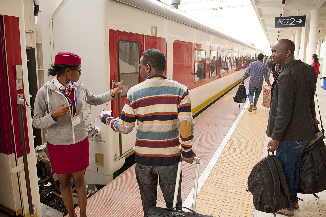ethiopian-railway-staff-member-helps-passengers-get-their-seats-on-the-addis-gibuti-new-train