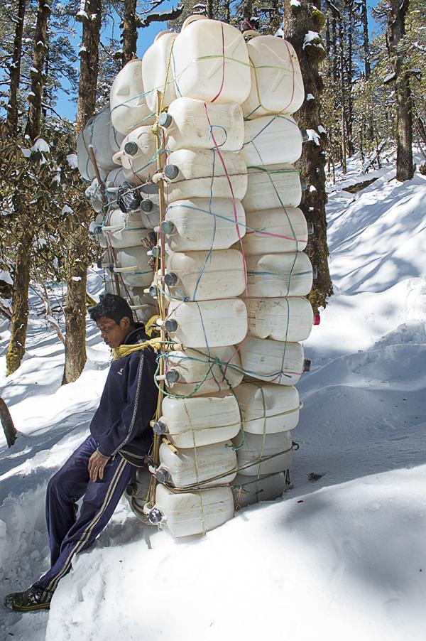 a-sherpa-having-rest-after-crossing-the-lamajura-la-on-the-way-to-junbesi-village-everest-base-camp-trek