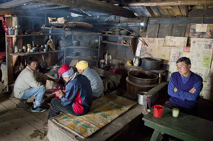 sherpa-having-rest-under-the-snow-on-the-way-to-traksindo-laeverest-base-camp-trek