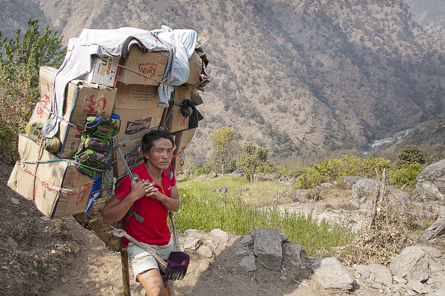 sherpa-on-everest-base-camp-trek-they-can-carry-up-80kg
