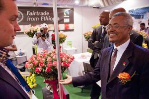 Ethiopian former Minister of Industry meets a Dutch roses producer at the Hortiflora Expo in Addis Ababa